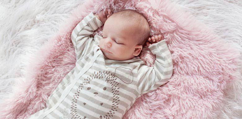 Mon bébé dort peu : est-ce normal ?