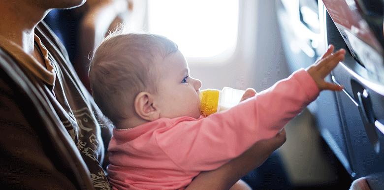 Voyager avec bébé : mon sac d'avion