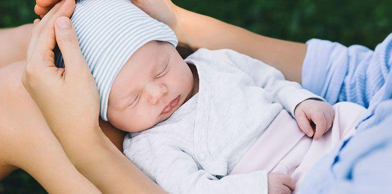 bébé de 2 semaines