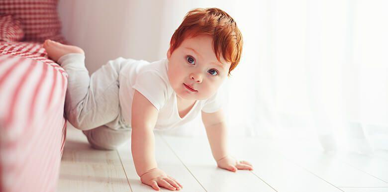 Mon bébé a les cheveux longs, comment en prendre soin ?
