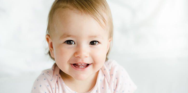 Premières molaires et canines : les poussées dentaires de la 2e année de bébé