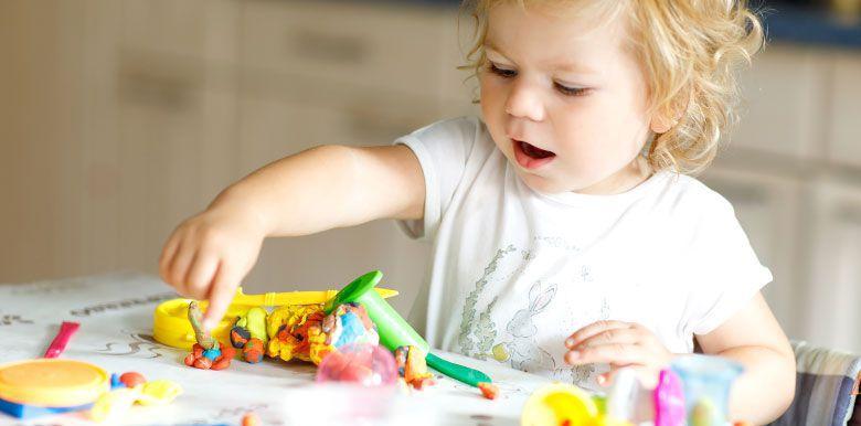 Idées d'activités pour développer la motricité fine de bébé