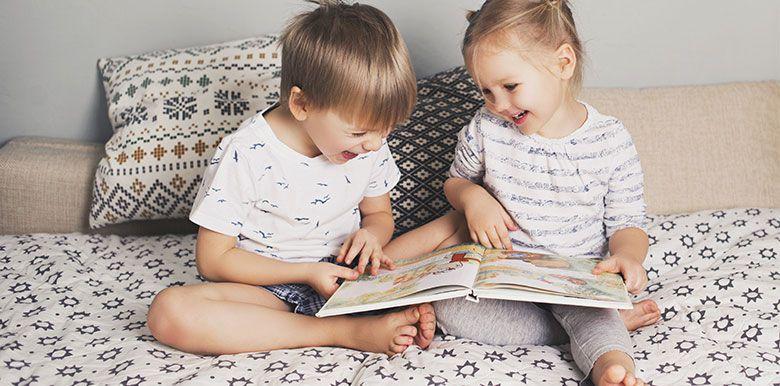 Astuces : des alternatives aux écrans pour occuper bébé