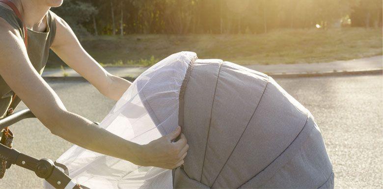 Balade en poussette : les accessoires indispensables pour l'été