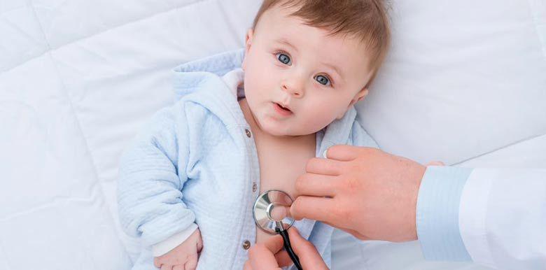bébé a la grippe : symptômes et traitement