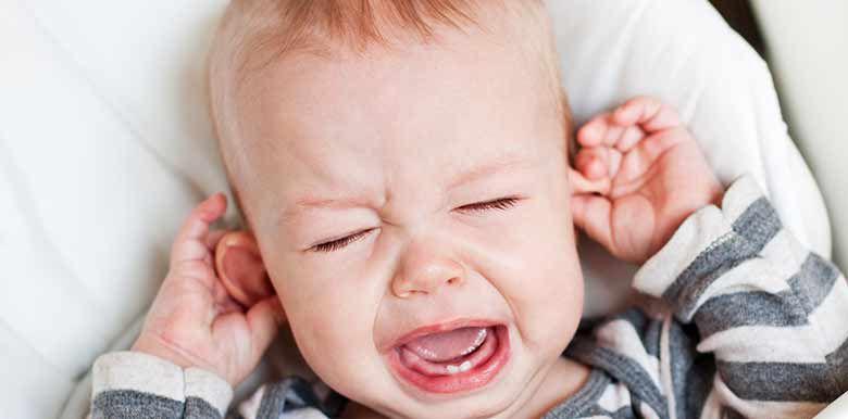 Bébé a les oreilles décollées : que faire ?