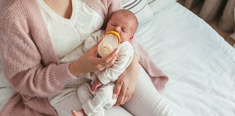 quantité de lait donner bébé alimentation allaitement maternel biberon