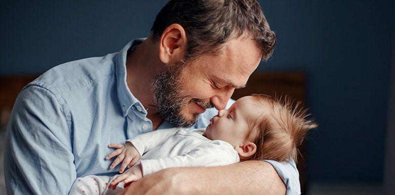 congé paternité 28 jours papa bébé co-parent