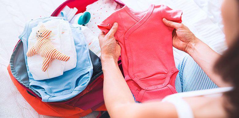 """La valise maternité : les """"extras"""" à ne pas oublier"""
