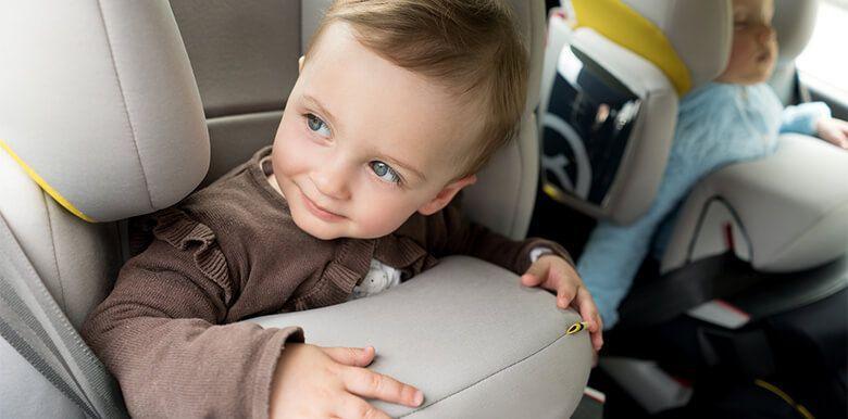 Trucs et astuces pour occuper les enfants en voiture