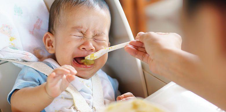 Mon enfant refuse de manger : je fais quoi ?